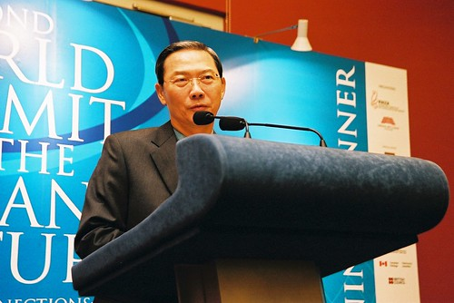 Minister Lee Boon Yang speaks at the delegates' dinner, second World Summit on Arts & Culture, Singapore, November 2003