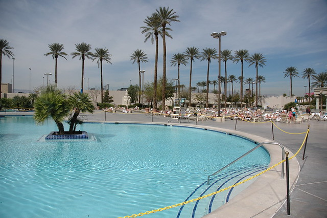 Luxor hotel swimming pool flickr photo sharing - Luxor hotel las vegas swimming pool ...