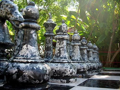 La tierra de los rboles el ajedrez gigante for Ajedrez gigante para jardin