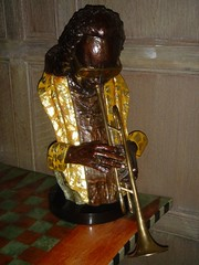 bowed string instrument(0.0), string instrument(0.0), sousaphone(0.0), tuba(0.0), saxophone(0.0), baritone saxophone(0.0), euphonium(0.0), string instrument(0.0), trumpet(1.0), sculpture(1.0), brass instrument(1.0), wind instrument(1.0),