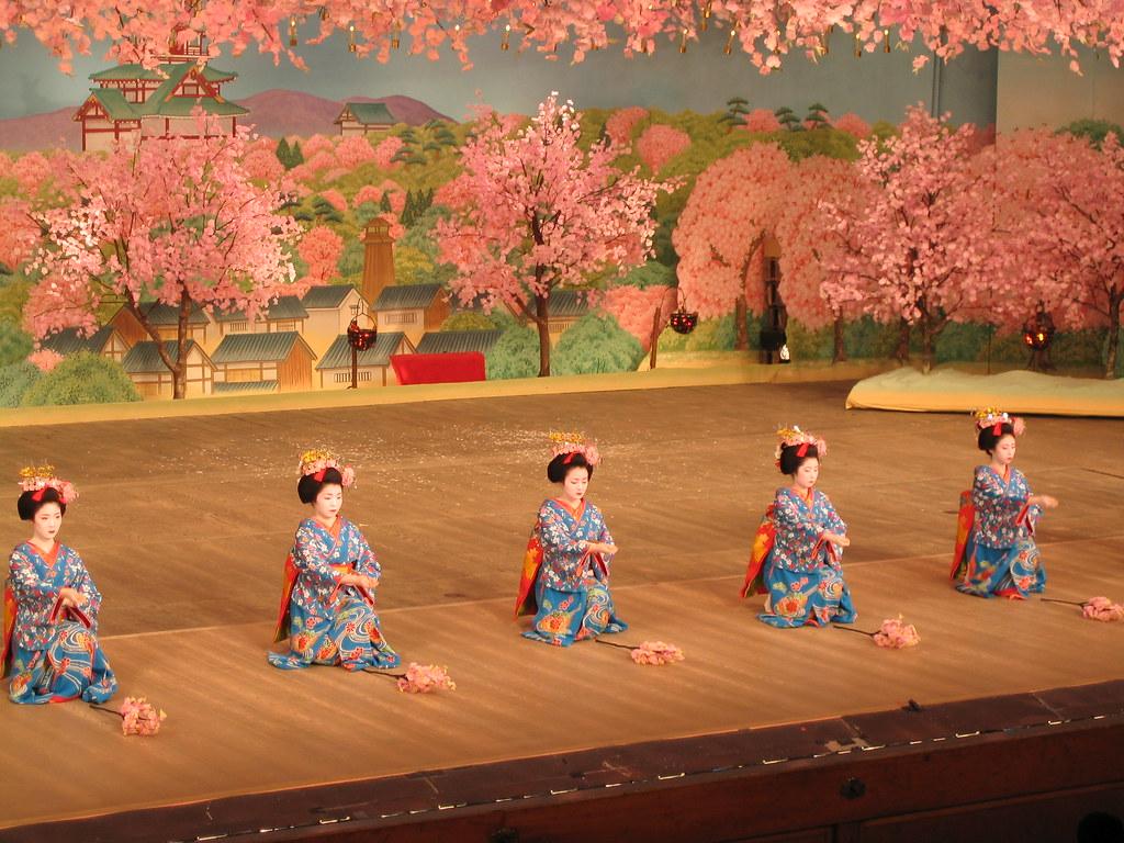 Cherry dance in Kyoto: 京都、 都をどり 3