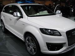 automobile(1.0), automotive exterior(1.0), audi(1.0), sport utility vehicle(1.0), executive car(1.0), wheel(1.0), vehicle(1.0), automotive design(1.0), compact sport utility vehicle(1.0), audi q7(1.0), bumper(1.0), land vehicle(1.0),