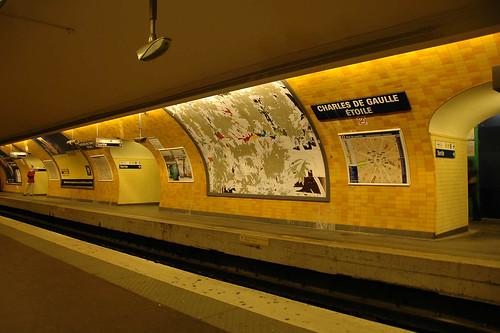Metro Charles de Gaulle Etoiles