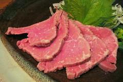 yakiniku(0.0), matsusaka beef(0.0), wagyu beef(1.0), red meat(1.0), horse meat(1.0), food(1.0), dish(1.0), flesh(1.0), cuisine(1.0), roast beef(1.0),