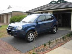 hyundai tucson(0.0), automobile(1.0), automotive exterior(1.0), sport utility vehicle(1.0), mini sport utility vehicle(1.0), hyundai(1.0), wheel(1.0), vehicle(1.0), compact sport utility vehicle(1.0), crossover suv(1.0), bumper(1.0), land vehicle(1.0),