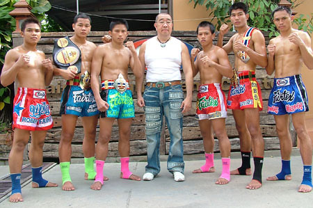 Fairtex Founder Phillip Wong With Fight Team | Flickr - Photo Sharing!