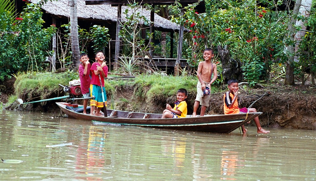 Surat Thanee, Kids in the Klongs