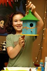 aidan and her birdhouse    MG 1583