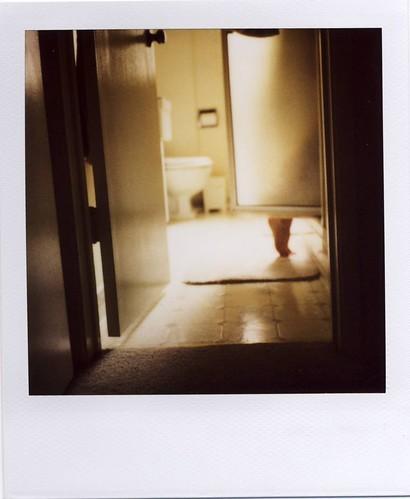 morning light polaroid bathroom shower leg 680 779 680slr iamgoddamnedsickandtiredofwakingupwhenitisstilldarkoutsidewhycantitalwaysbelightlikethis