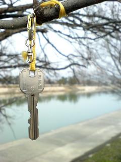 whose key? (吊し鍵)