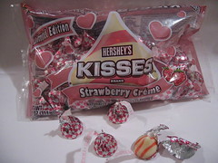 Hershey's Kisses Strawberry Creme V