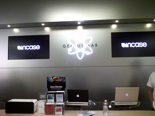 Photo:Incase VS Genius Bar By:Incase.