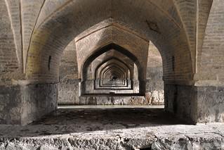 Sous les arches