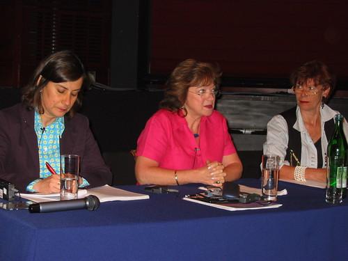 Clarisa Ruiz Correal (Colombia), Jennifer Bott (Australia) and Carla Delfos (Netherlands)