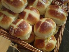 kifli(0.0), ciabatta(0.0), challah(0.0), anpan(0.0), tsoureki(1.0), bread(1.0), baked goods(1.0), food(1.0), bread roll(1.0), dish(1.0), dessert(1.0), cuisine(1.0), brioche(1.0),