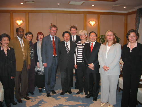 IFACCA board meets Mr Jiazheng Sun, Minister of Culture, in Beijing, October 2006