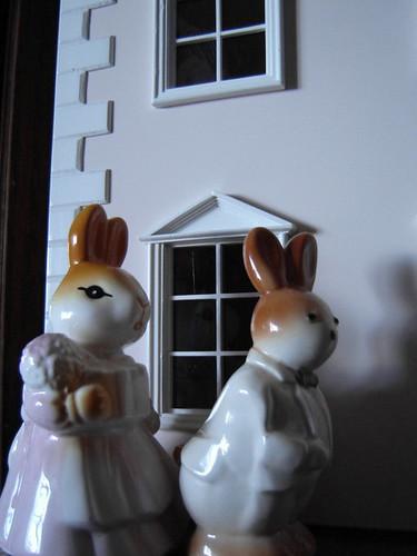 Herra ja rouva Jänis ovat pian perillä.