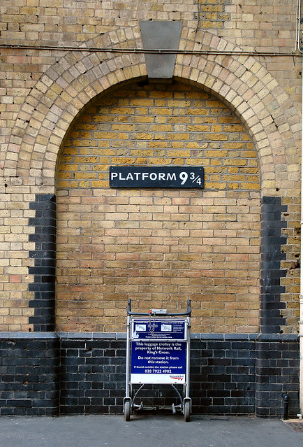 Platform 9 3/4 - Plattform  9¾ -  Harry Potter - Hogwarts Express at King's Cross