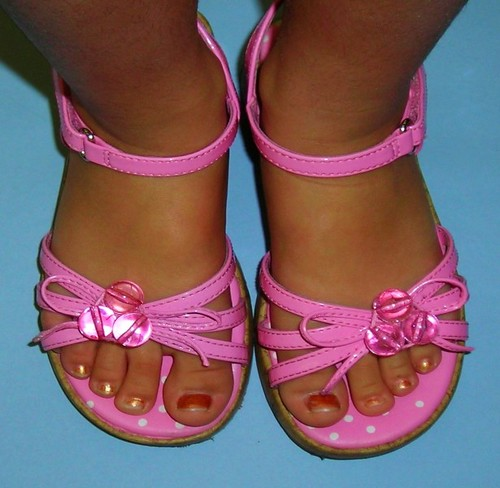 Dalila's PrEtTy PiNk sandals........with MaRbLeS