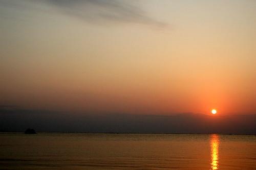 ocean sunset sky cloud geotagged 2006 夕陽 沖縄 夕景 北谷 アラハビーチ 03172006 hatan geo:lat=26303841 geo:lon=127758315
