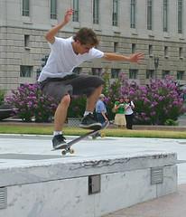 aggressive inline skating(0.0), skateboarding--equipment and supplies(1.0), boardsport(1.0), skateboarding(1.0), sports(1.0), recreation(1.0), skateboard(1.0), outdoor recreation(1.0), extreme sport(1.0), skateboarder(1.0),