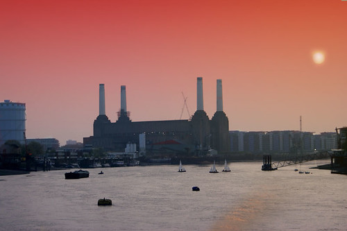 Battersea Powerstation, London by Craig Grobler