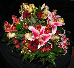 peruvian lily(0.0), flower arranging(1.0), cut flowers(1.0), flower(1.0), floral design(1.0), flora(1.0), flower bouquet(1.0), floristry(1.0), pink(1.0), petal(1.0),