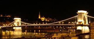 uma ponte na noite...