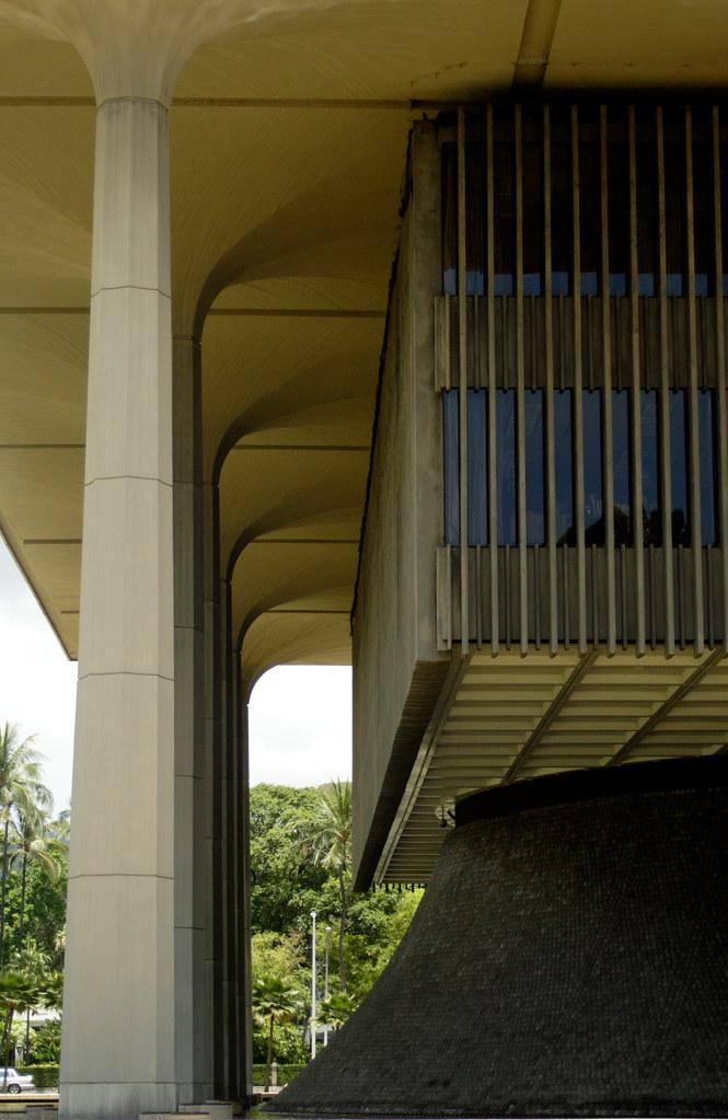Hawaii State Capitol - Columns.jpg