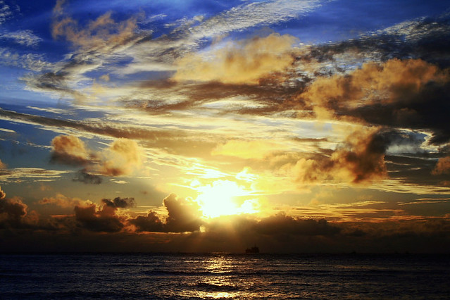 Cloudy Sunset : HDR