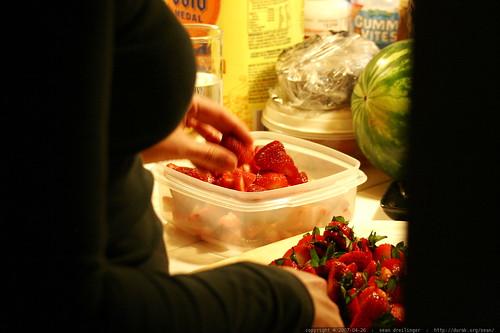 rachel cutting strawberries for dessert    MG 4128