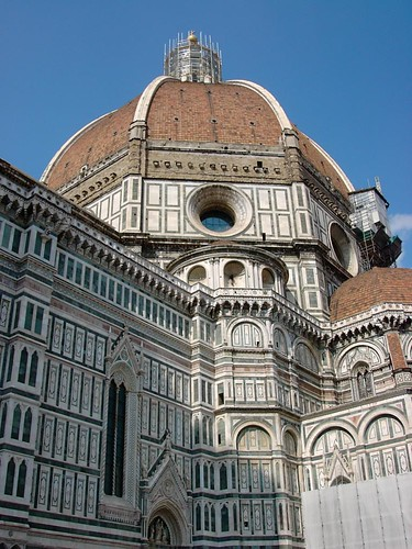 Firenze: Duomo scorcio cupola dal basso laterale