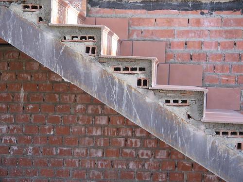 Escalera met lica con rasillones for Construir escalera de concreto