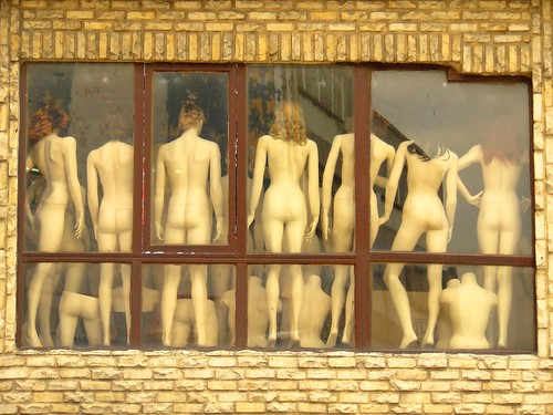 Naked Women in Istanbul by robokow