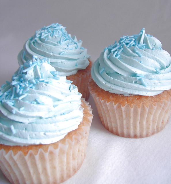 how to make blue icing for cupcakes