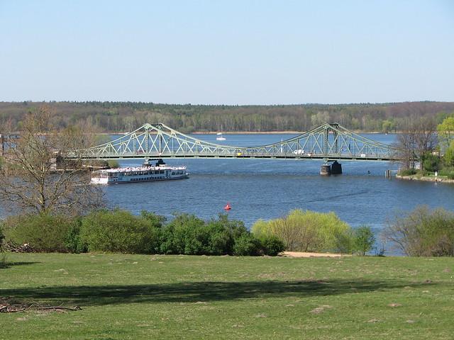 Blick zur Glienicker Brücke