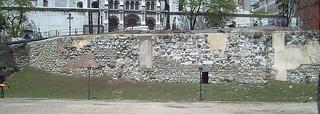 Afbeelding van Muralla Musulmana. madrid españa spain ruins europa europe walls murallas alandalus historiadeespaña murallaárabe historyofspain murallamusulmanademadrid muslimwall