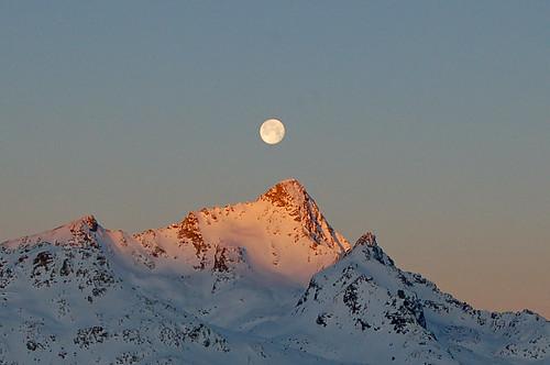 winter mountains alps sunrise schweiz switzerland suisse fullmoon berge alpen svizzera sonnenaufgang engadin vollmond morgenrot oberengadin graubünden grisons upperengadine graubunden grigioni muottasmuragl pizot