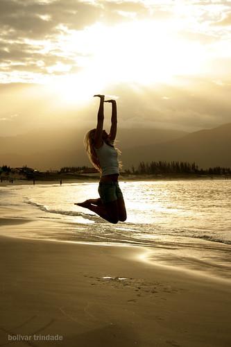 sunset praia beach me by jump bolivar eu santacatarina pulo trindade silhueta pinheira aledagnino superaplus aplusphoto superhearts