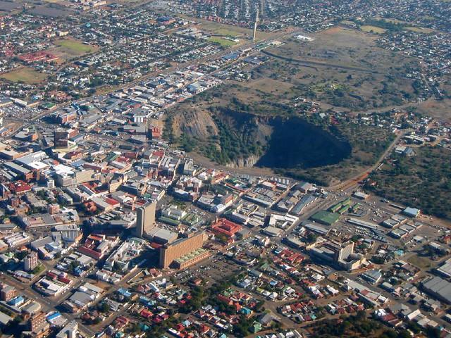 Gigantic everenlarging sinkhole swallows up houses in
