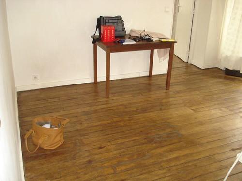 "minimalist living room look- ""i do not like furniture"""