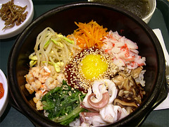 noodle(0.0), udon(0.0), meal(1.0), lunch(1.0), hot pot(1.0), bibimbap(1.0), produce(1.0), food(1.0), dish(1.0), cuisine(1.0), nabemono(1.0),