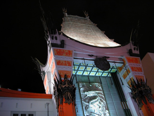 Chinese theatre along the Hollywood Walk of Fame - Flickr CC foxtongue