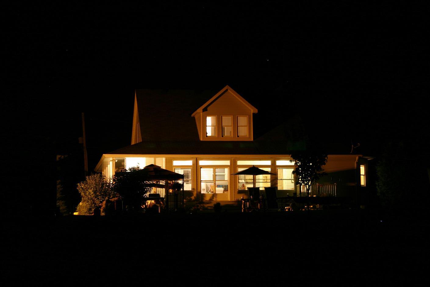 Nice House at Night | My Uncles house near Ottawa at night ...