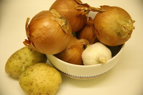 Come conservare patate, aglio e cipolle