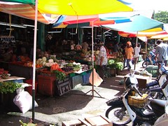 stall(0.0), public space(0.0), market(1.0), bazaar(1.0), flea market(1.0), marketplace(1.0), city(1.0),
