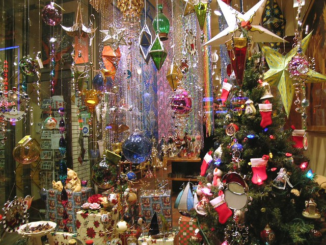 Christmas walking tour underground network exhibition of - Decoracion de navidad para oficina ...