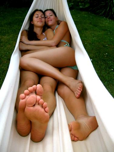 sisters in the hammock by menina1984