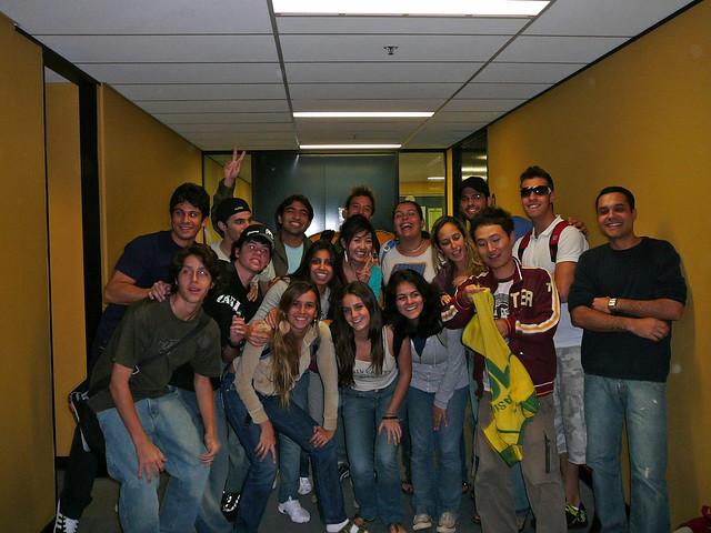 Um pedaço dos brasileiros que estudam na Embassy e uns coreanos perdidos ai no meio