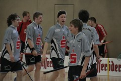 stick and ball games(1.0), floor hockey(1.0), sports(1.0), team sport(1.0), player(1.0), floorball(1.0), ball game(1.0), team(1.0),